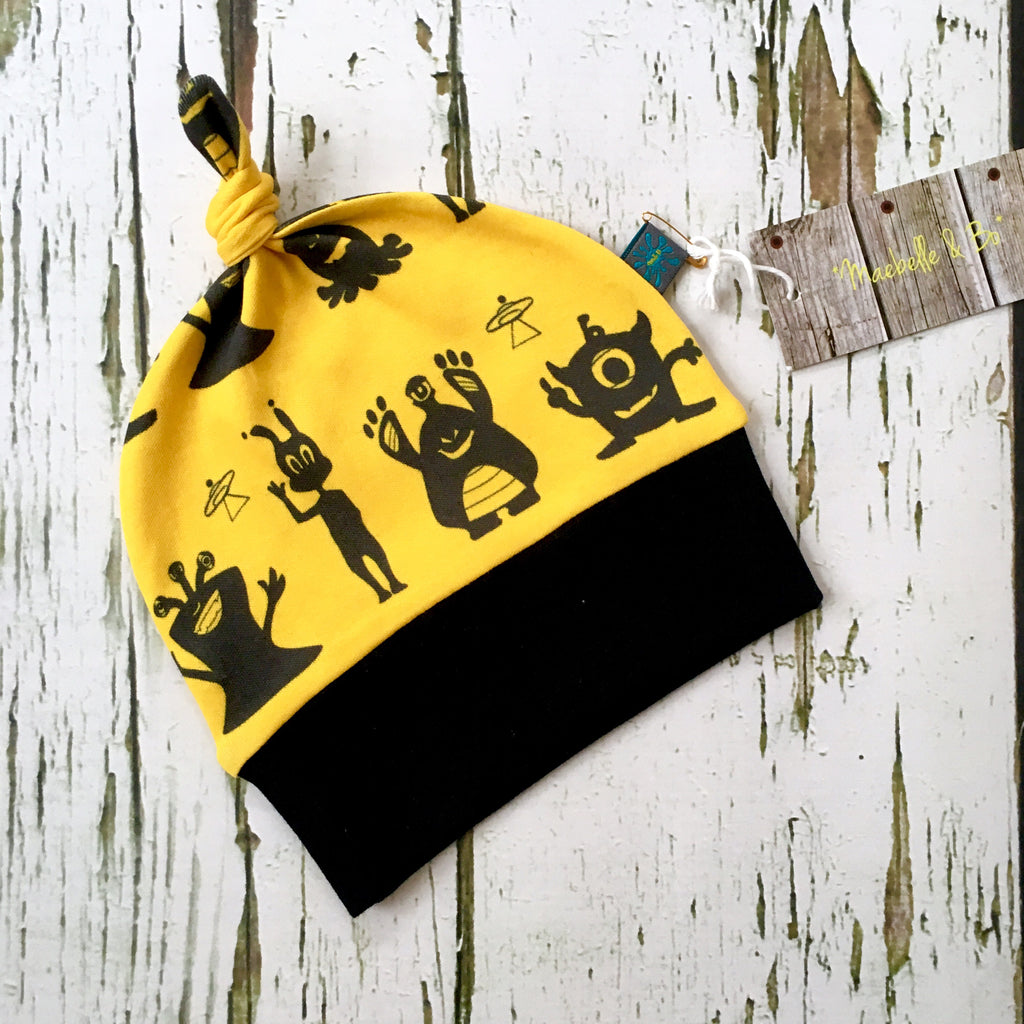 Aliens knotted baby hat, newborn hat, baby hat, organic baby clothes, aliens, monsters, yellow