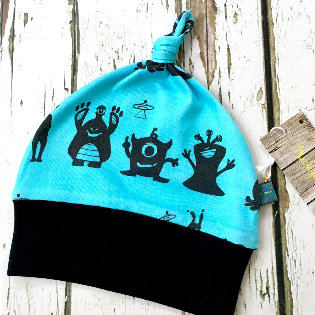 Aliens knotted baby hat, newborn hat, baby hat, organic baby clothes, aliens, monsters, blue