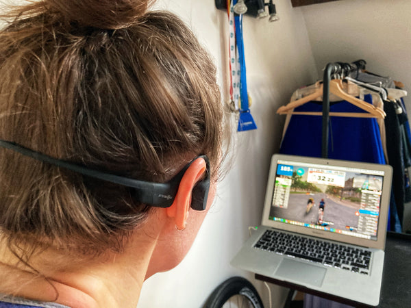 Can you cycle with headphones?