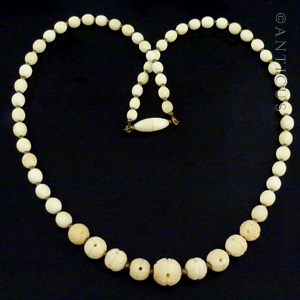 Vintage Graduated Bone Bead Necklace.