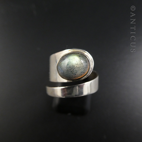 Silver and Labradorite Modern Ring.