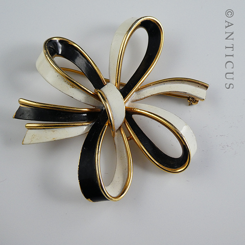 Trifari Multi-Ribbon Bow Brooch, Vintage.