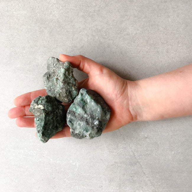 RAW EMERALD STONES - the_raw_store