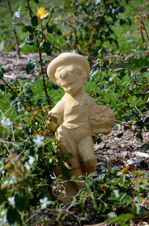 The Faraway Garden Boy with Bouquet is a classic garden statue that works wonderfully on one of our pedestals or nestled in an herbaceous border. It would look perfect in a small backyard or as part of a planter grouping.