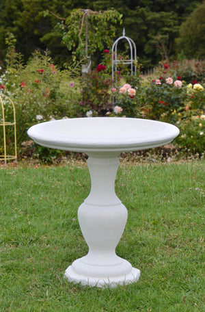 This elegant and impressive pedestal bird bath is a beautiful showpiece in any garden setting; from a more formal rose garden or rolling lawn to a position nestled in a rambling herbaceous border. Choose our sepia treatment for an aged effect.