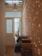 How to Create a Festive Atmosphere with Mirrors and Lighting