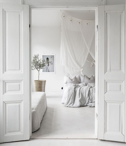 Light, white Scandinavian bedroom