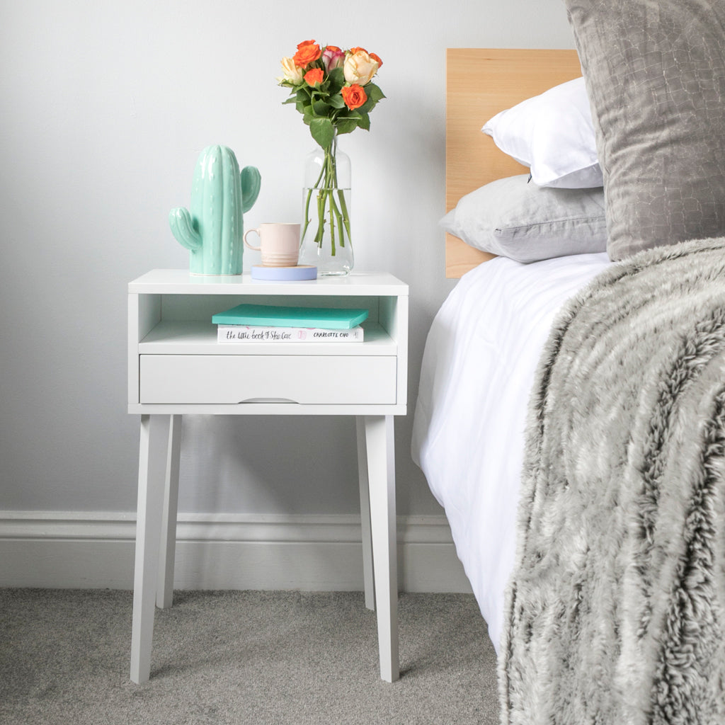 How To Style Your Small Bedside Table – Urbansize