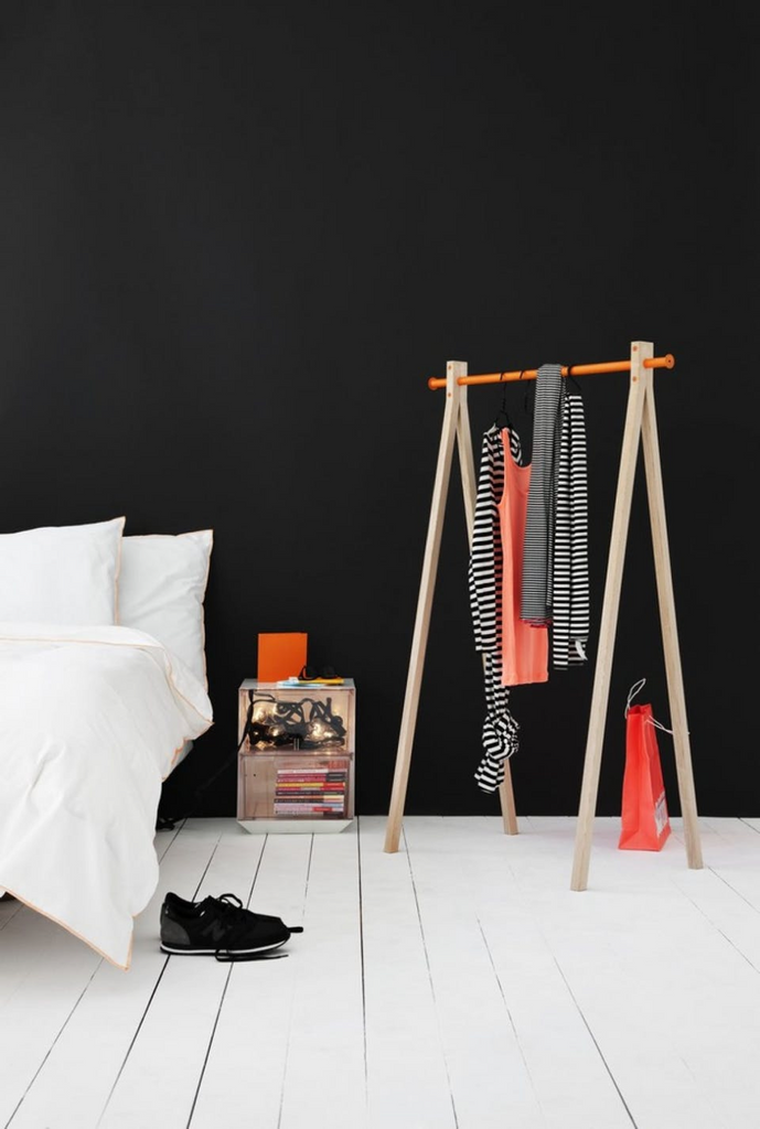 wooden_clothing_rack