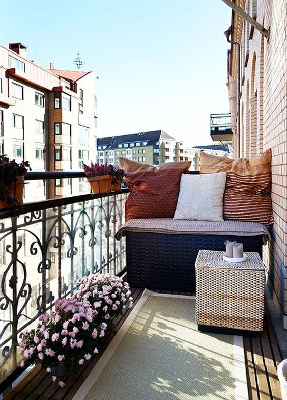 small_balcony_spaces