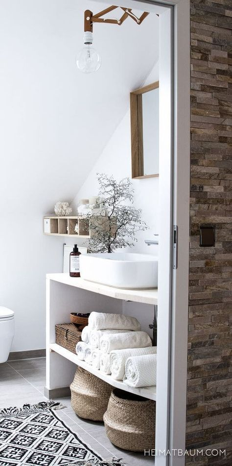 white_small_bathroom