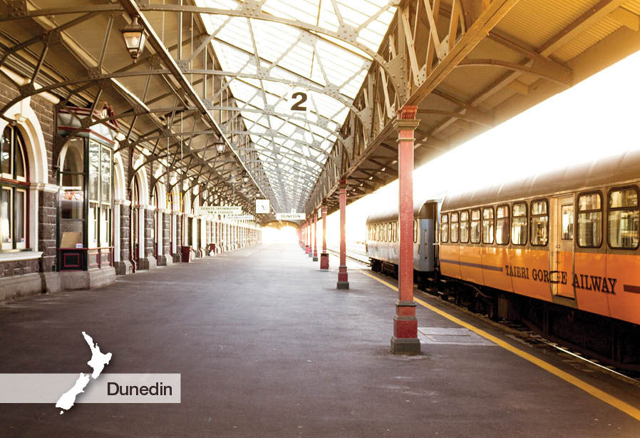 DO3054 - Dunedin Railway Station Platform - Small Postcard
