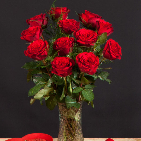 Hand-tied 12 Premium Red Roses & Prosecco