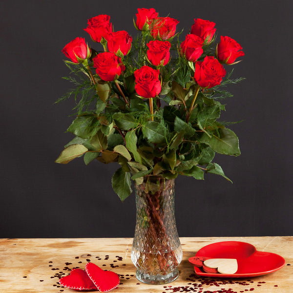 Dozen Red Roses, Prosecco & FREE Courier Delivery