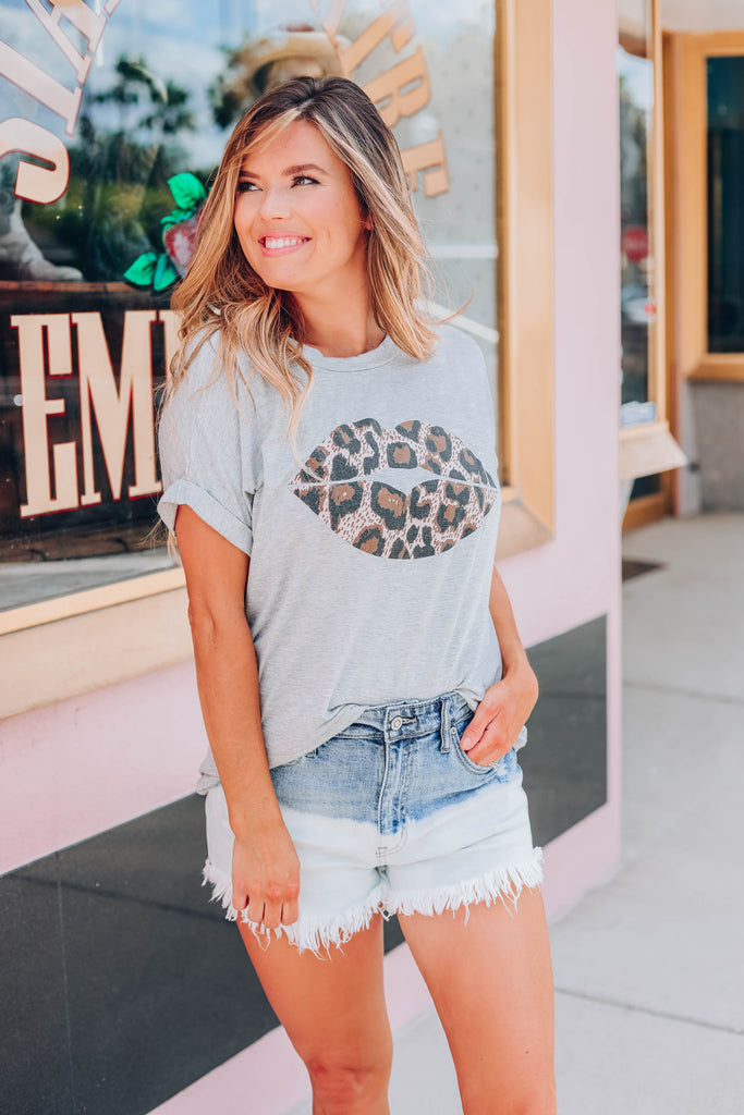 Leo - Lip Graphic Tee - Grey