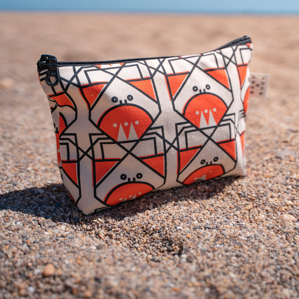 BERT & BUOY MEDIUM WASH BAG CUNNING CRAB