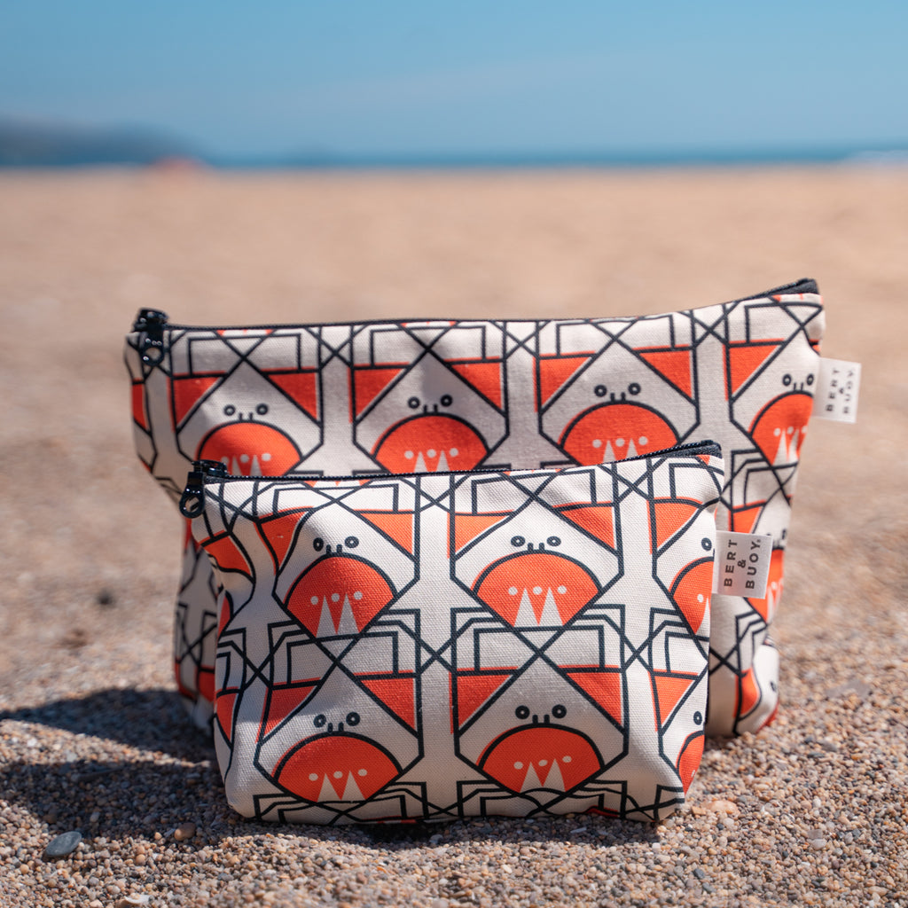 BERT & BUOY LARGE WASH BAG CUNNING CRAB