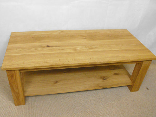 Coffee table in Pine 800 to 1200mm x 450mm with shelf, ideal for the, living room, lounge or conservatory.