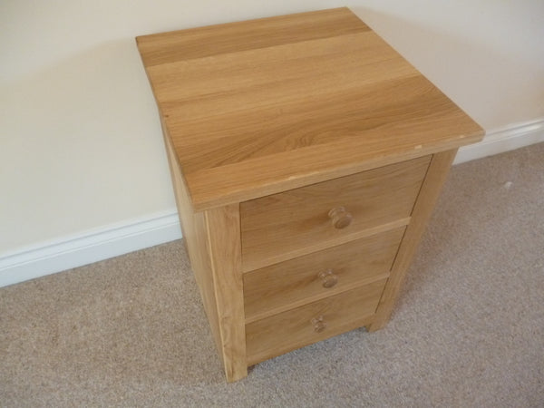 Small Chest of Drawers or Bedside Cabinet  Solid Oak with 3 Drawers