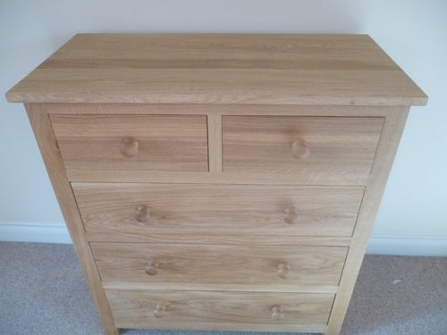 Large Chest of Drawers in Solid Oak with 3 large drawers and 2 small