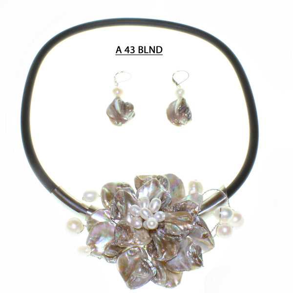 Fun to Wear Collection, Blonde Mother of Pearl Necklace Set.