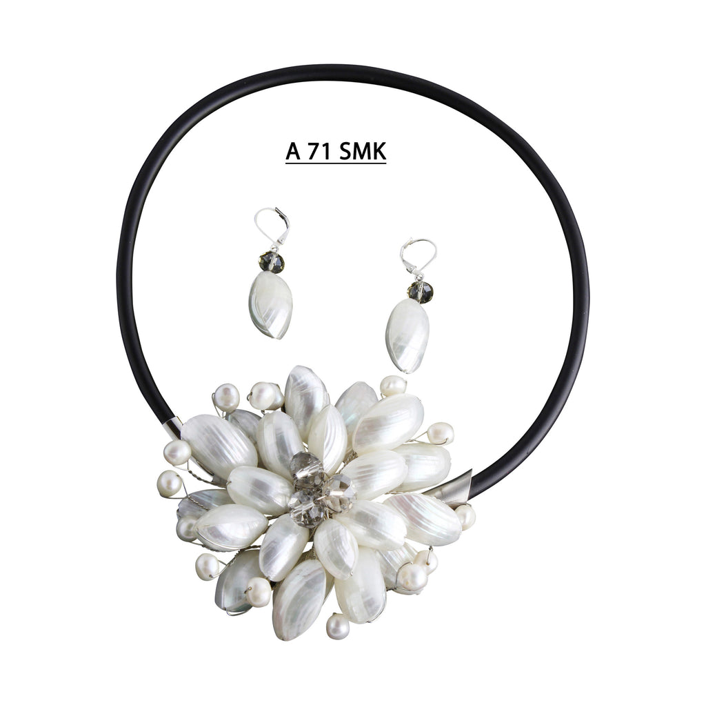 Fun to Wear Collection, White Shells Flower with Faceted Smoke Crystals Necklace Set.