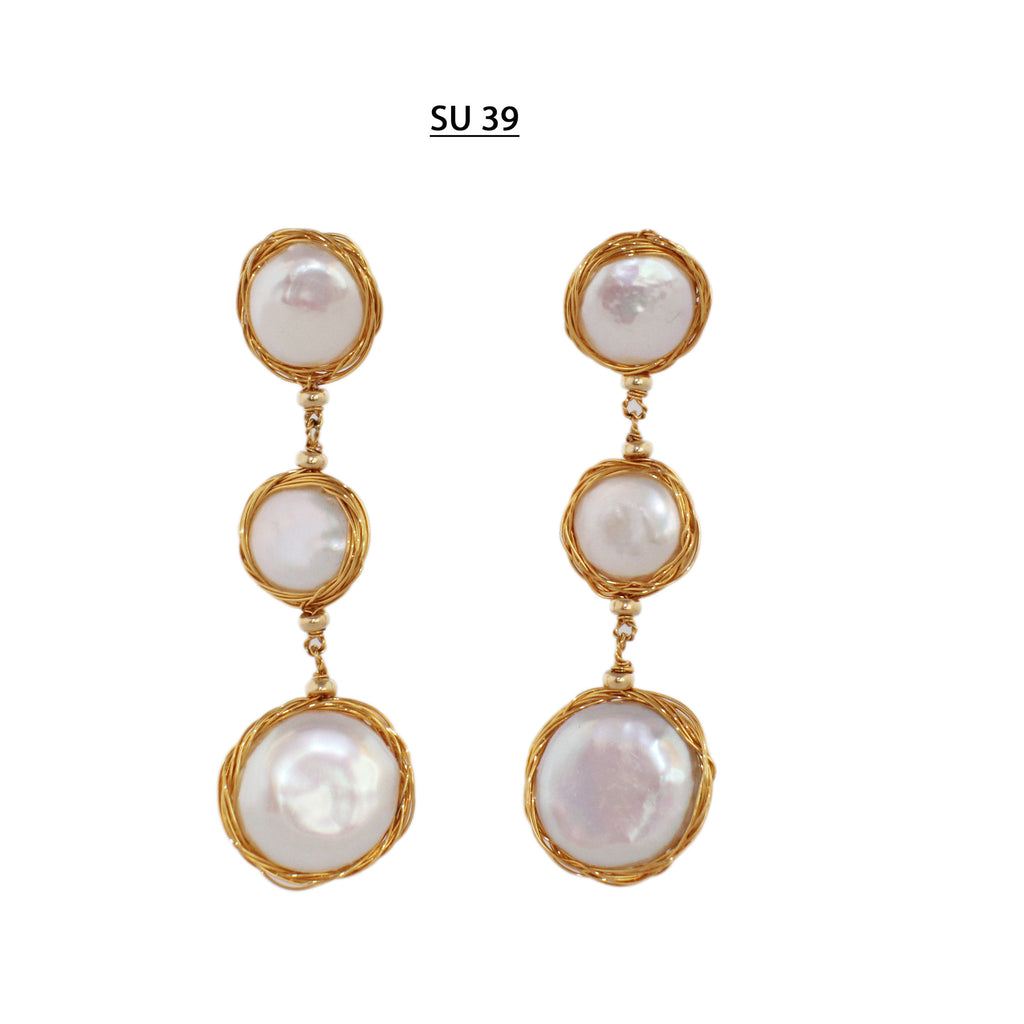 Dangle post earrings, 15 and 20 MM white coin pearls with pink tones with 18 kt Gold Plated wire.