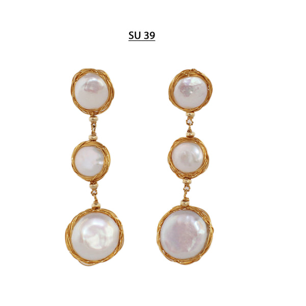 Dangle post earrings with 15 and 20 MM white coin pearls with pink tones with 18 kt Gold Plated wire.