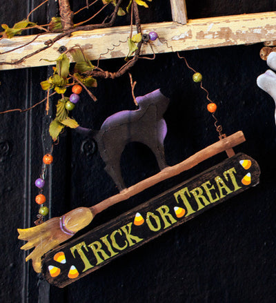 F8016 Cat on a Broom Sign The Round Top Collection - FancySchmancyDecor