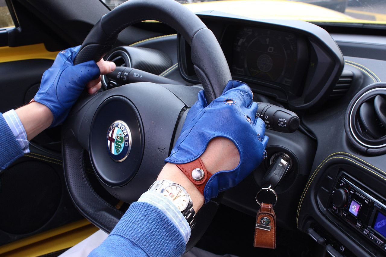 Driving gloves youtube - In Fact It S Impossible Not To Notice Them In The Video Made During His Test Drives Right On The Steering Wheel Of The 4c Spider While It Speeds On The