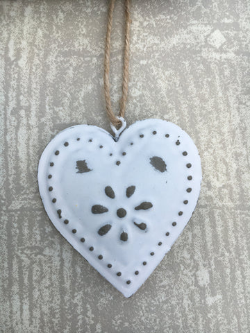 Shabby chic distressed heart - Home Bee