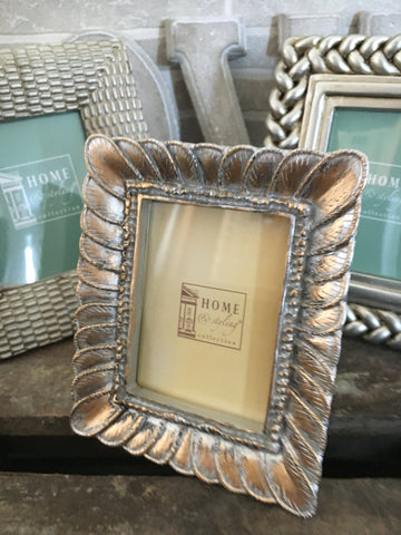Mini feather picture frame