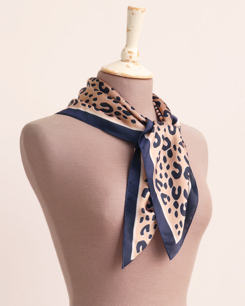 Load image into Gallery viewer, Lia Silky Square - Camel / Navy