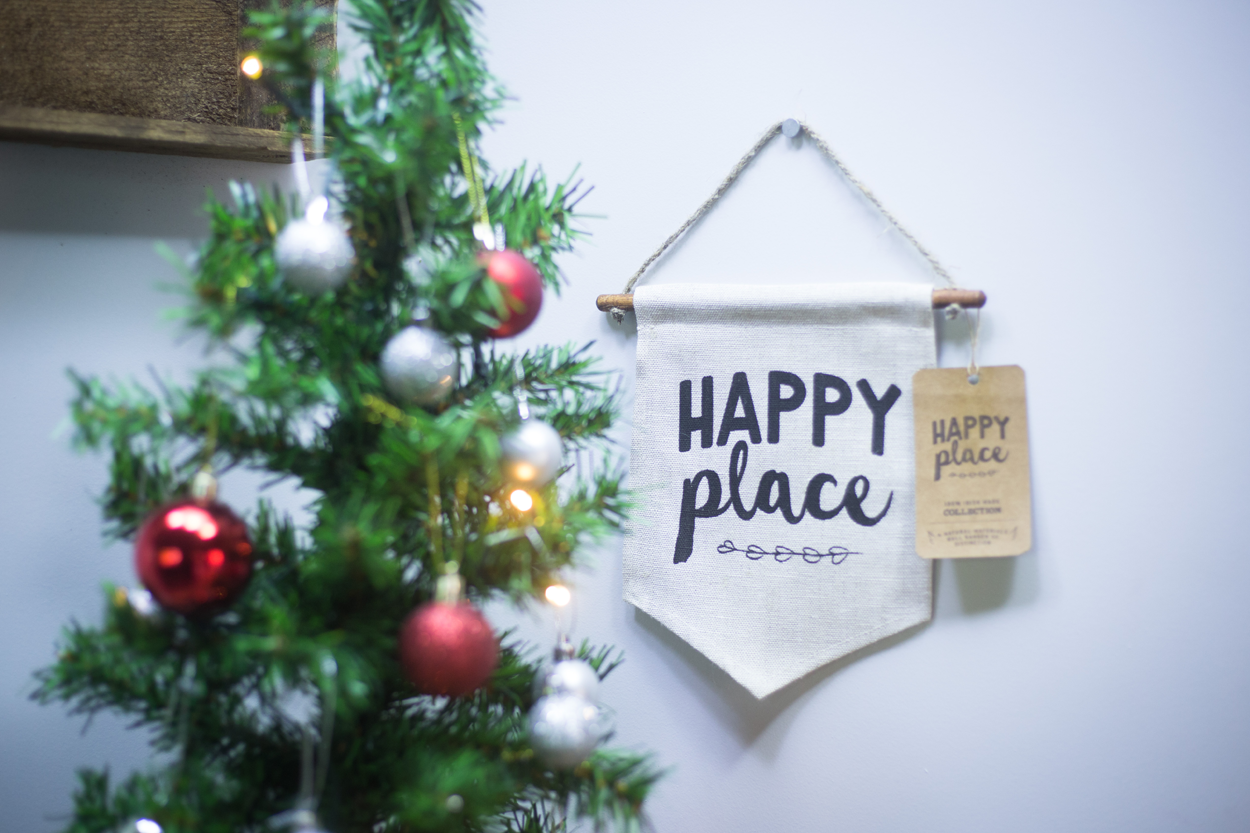 Happy Place, Linen Wall Banner, Irish Craft, Linen, craft, craft and Design, Itty Bitty Book Co, Thoughtful Gifts