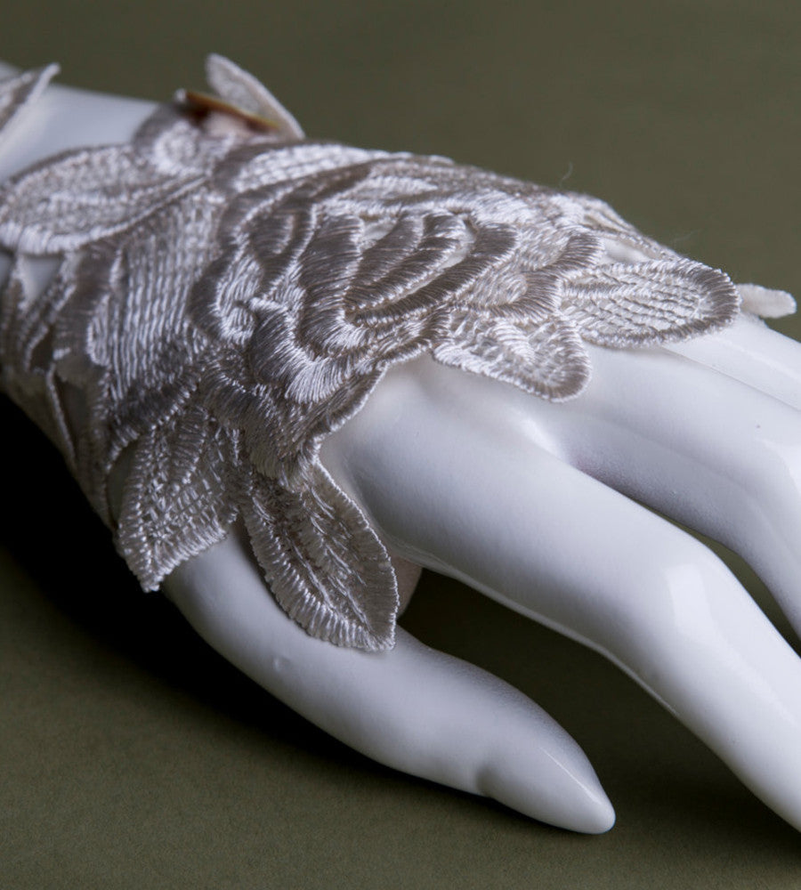 Fingerless lace glove Ivory white