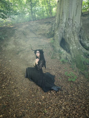 Black antler headdress / Strega horn headdress with silk veil / Wiccan wedding wreath / Alternative veiled wedding crown