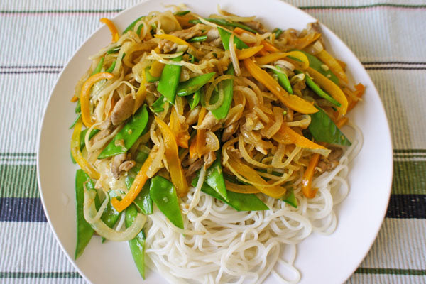 place the noodles on a large plate and add the chicken mixture.