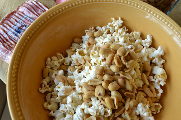 Peanut-Popcorn-Mixture