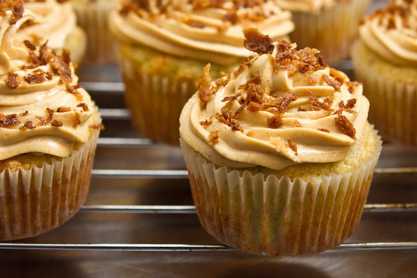 Peanut Butter Banana Elvis Cupcakes - Sprinkle the butter fried bread crumbs on top of the finished cupcakes and enjoy