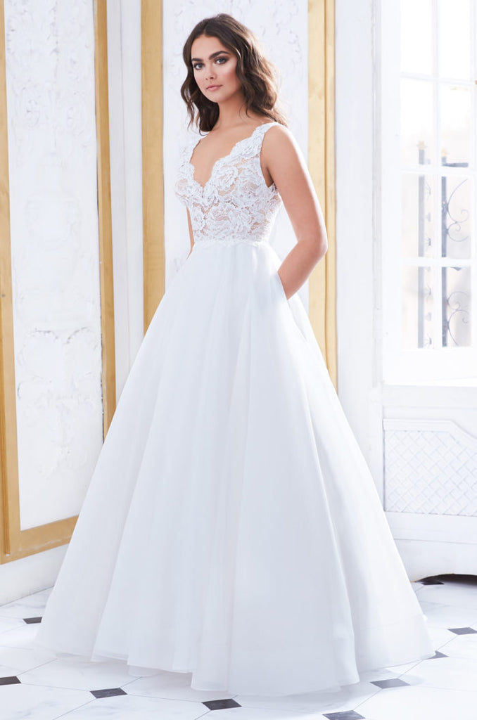 Paloma Blanca - 4852 - Wedding Dress - Novelle Bridal Shop