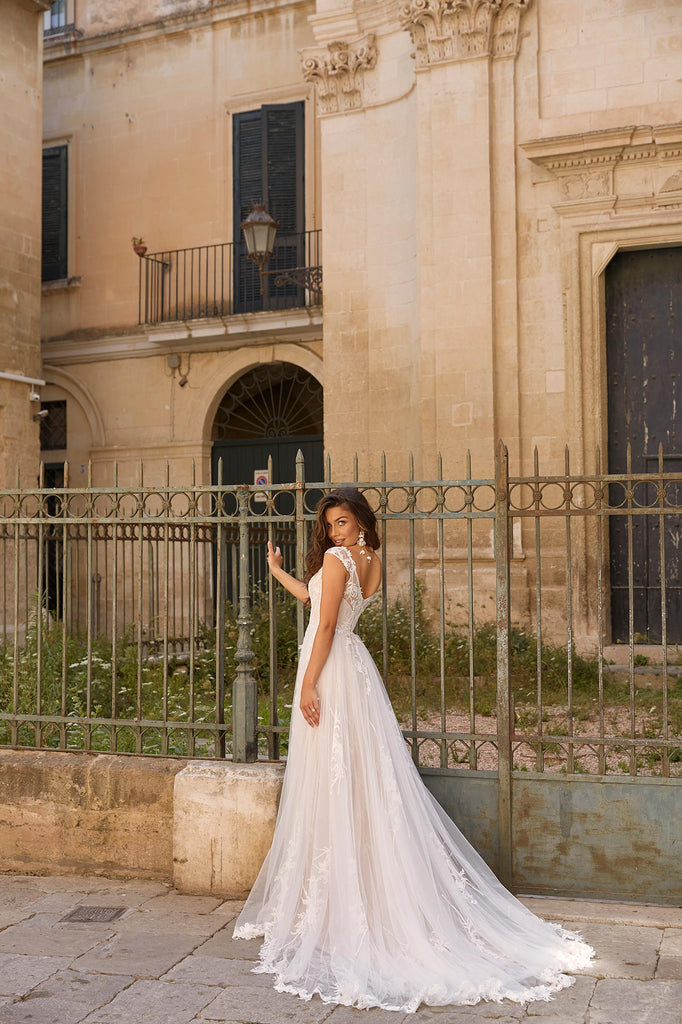 Madi Lane - Madison - Wedding Dress - Novelle Bridal Shop