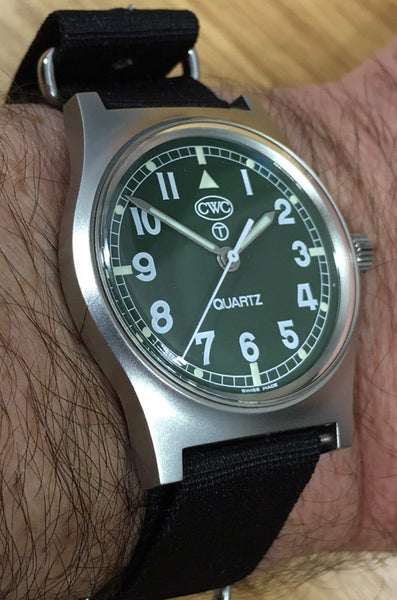 CWC G10 WATCH MILITARY GREEN - ON WRIST