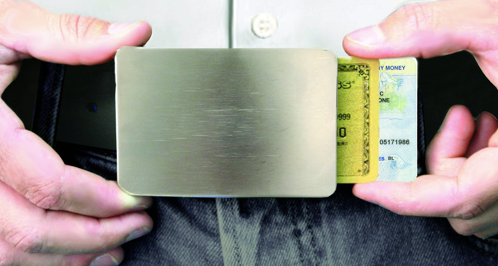 Storus® Smart Belt Buckle™ on person with hands sliding out cards.