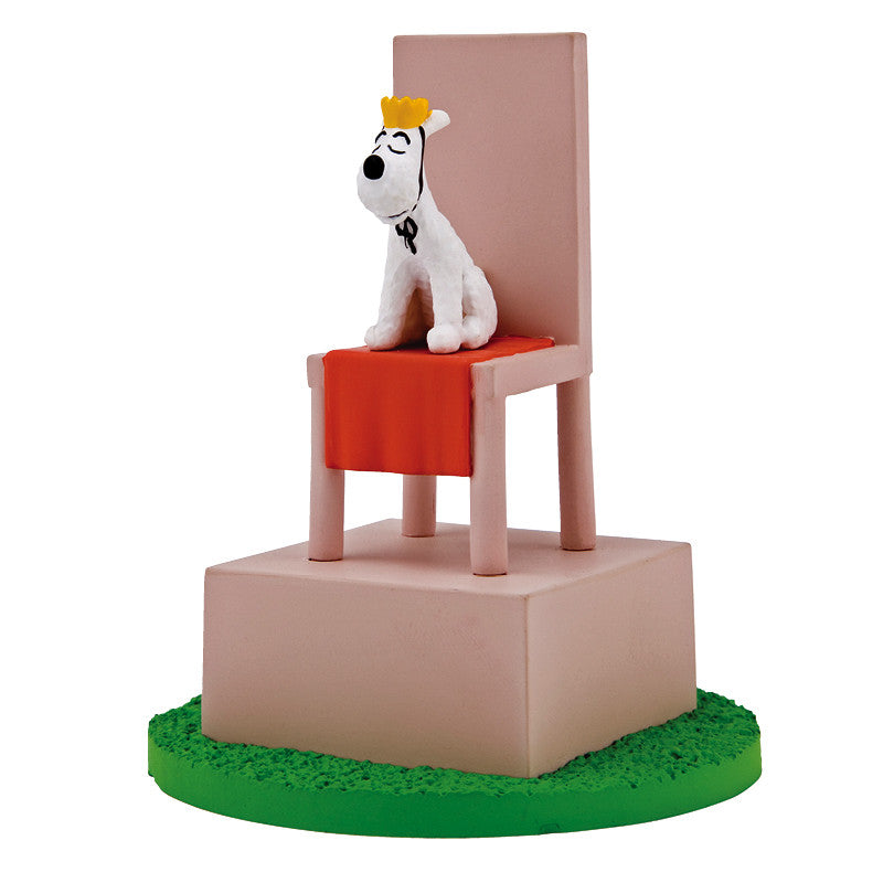 Snowy on Throne Boxed Scene