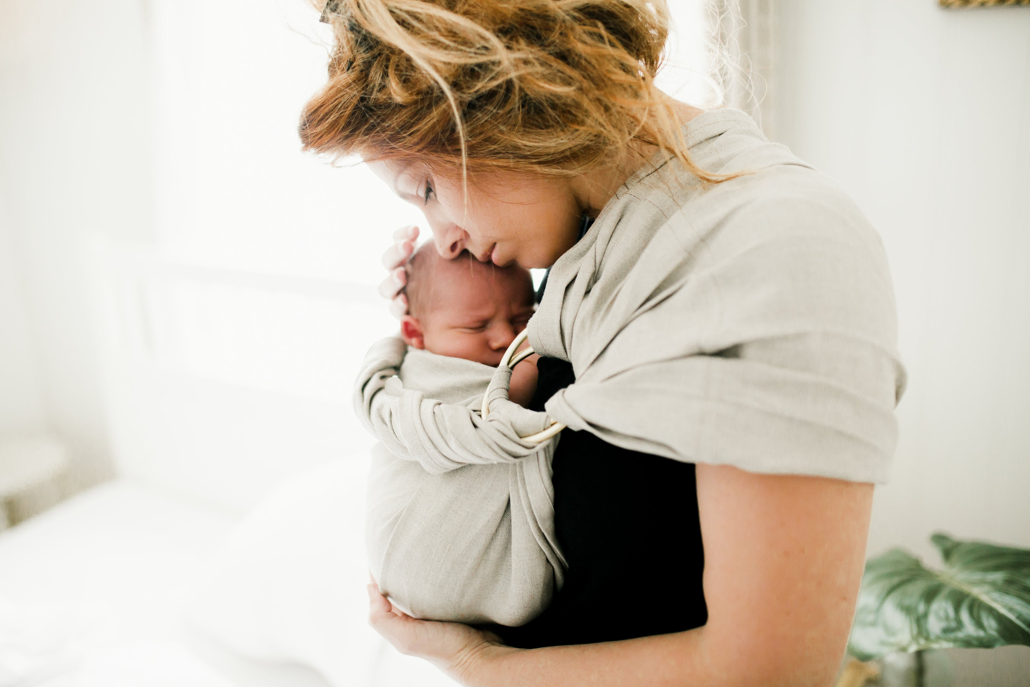 The ULTIMATE guide to help you decide between The RING SLING Vs THE NEWBORN WRAP