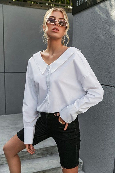 WHITE BLOUSE WITH GOLD CHAIN