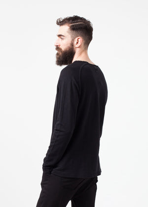 Daris Tee in Black
