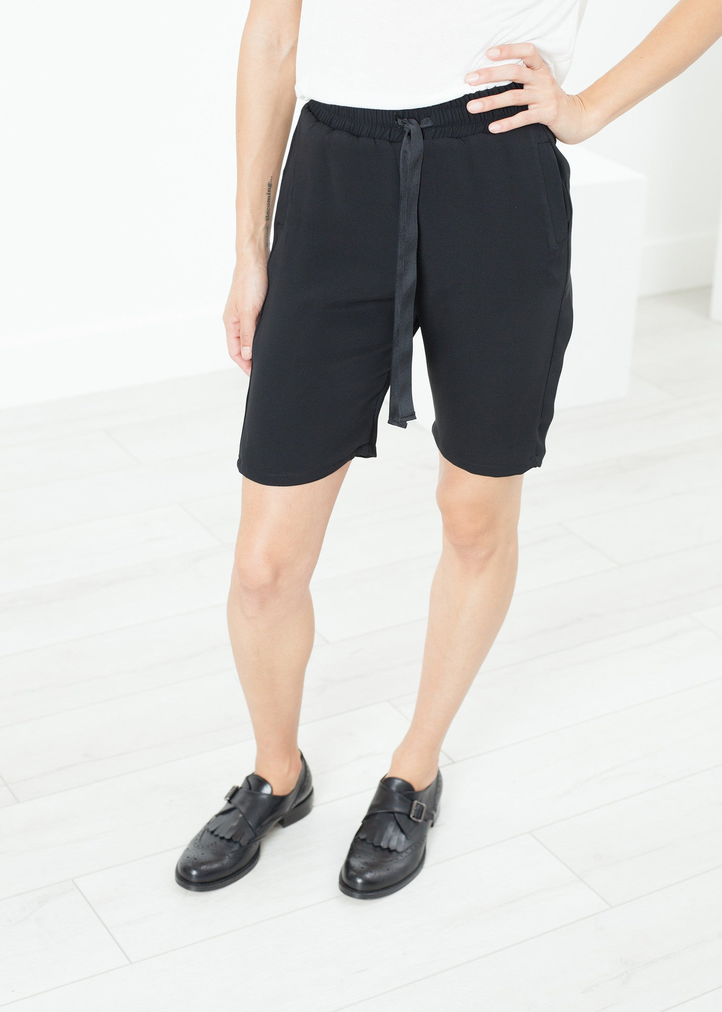Nuit Shorts in Black
