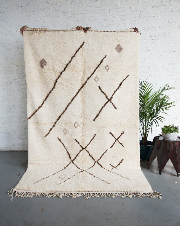 "OUIVE - ""Skritch-Scratch"" Brown and White Contemporary Moroccan Hand Spun Wool Rug - 9' x 5'7"" ft - Home - Decor - Rug - Modern Anthology-"