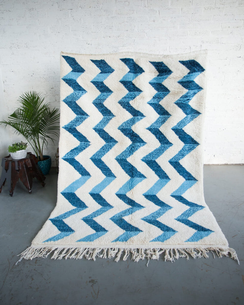 "OUIVE - ""Bluecination"" Ivory Handmade Contemporary Berber Rug with Blue Zigzag-8'3"" x 5'9"" ft - Home - Decor - Rug - Modern Anthology-"